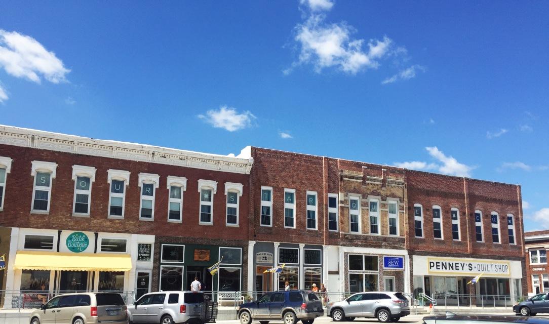N Davis Street Hamilton, MO. Missouri Start Quilt Co. storefronts