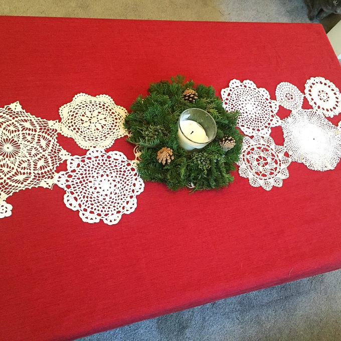 doily-snowflake-table-runner